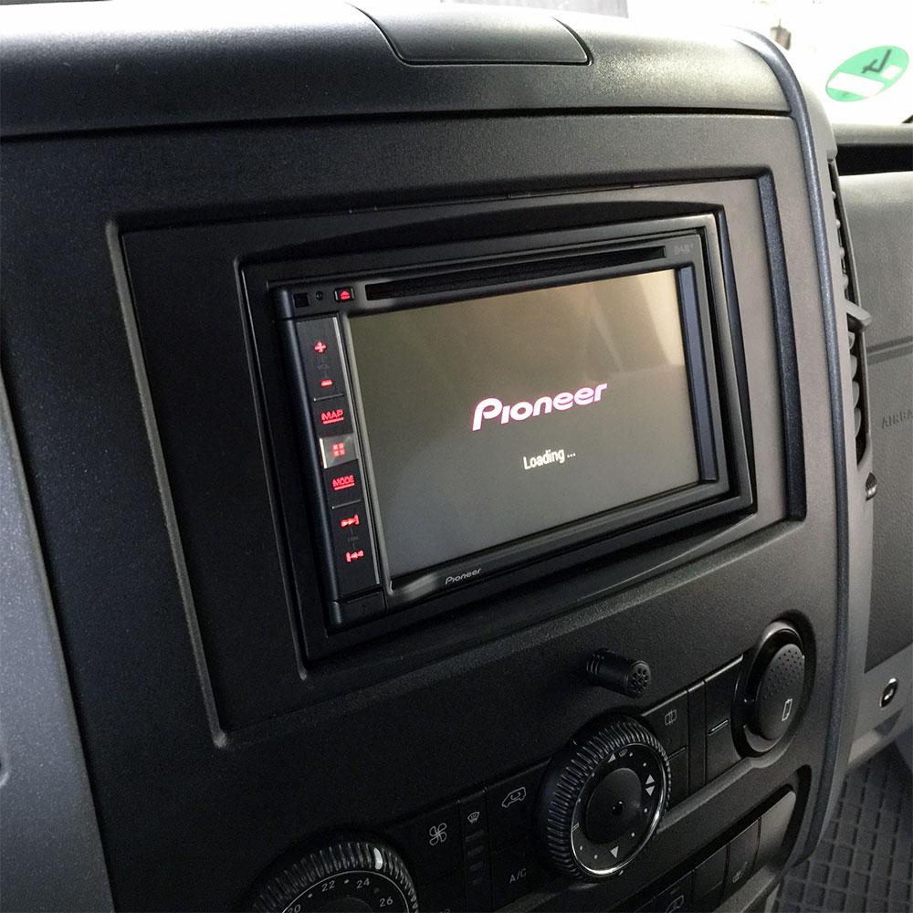 radio navigation r ckfahrkamera fraron wohnmobil. Black Bedroom Furniture Sets. Home Design Ideas